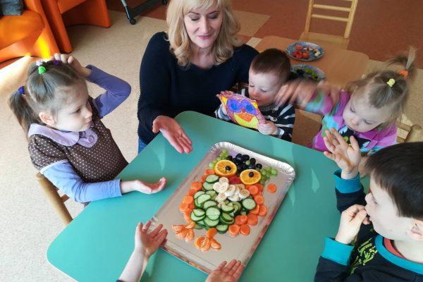 """Projektinė veikla """"Vaisių, daržovių dėlionė Pelėda"""" (5)"""